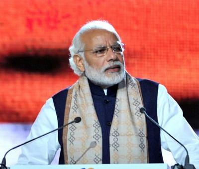 Modi offers prayers at Sangam in Kumbh