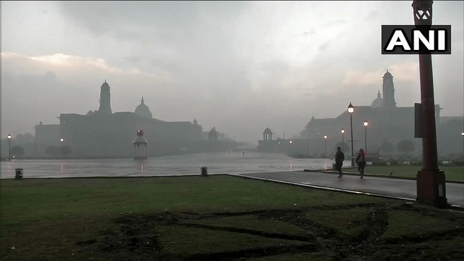 On Valentine's Day, Delhi-NCR Wakes up to Rain And Cloudy Morning