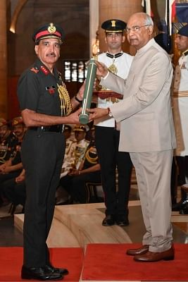 New Delhi: President Ram Nath Kovind presents Param Vishisht Seva Medal to Lieutenant General Harish Thukral during Defence Investiture Ceremony - II at Rashtrapati Bhavan in New Delhi, on March 19, 2019. (Photo: IANS/RB)