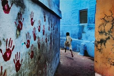 Steve McCurry, Boy in Mid-Flight. (Photo Courtesy: Sotheby