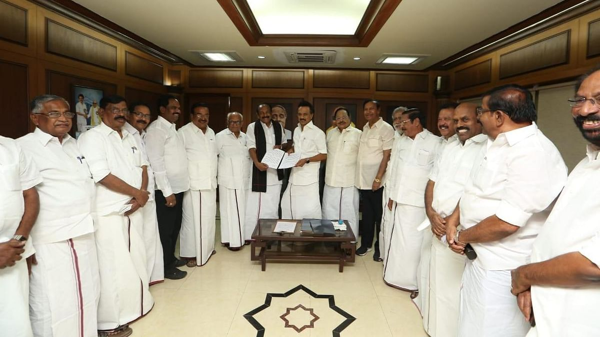 MDMK Chief Vaiko signed the seat-sharing pact with DMK's MK Stalin.