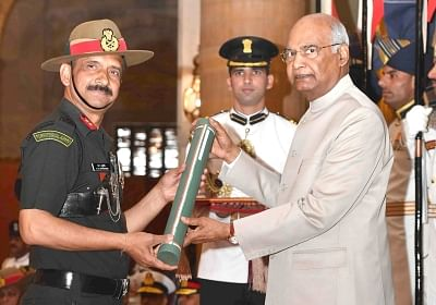 New Delhi: President Ram Nath Kovind presents Param Vishisht Seva Medal to Major General Dev Arvind Chaturvedi during Defence Investiture Ceremony - II at Rashtrapati Bhavan in New Delhi, on March 19, 2019. (Photo: IANS/RB)