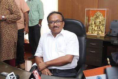 Porvorim: Laxmikant Parsekar assumes charge as the new chief minister of Goa in Porvorim, on Nov 11, 2014. (Photo: IANS)