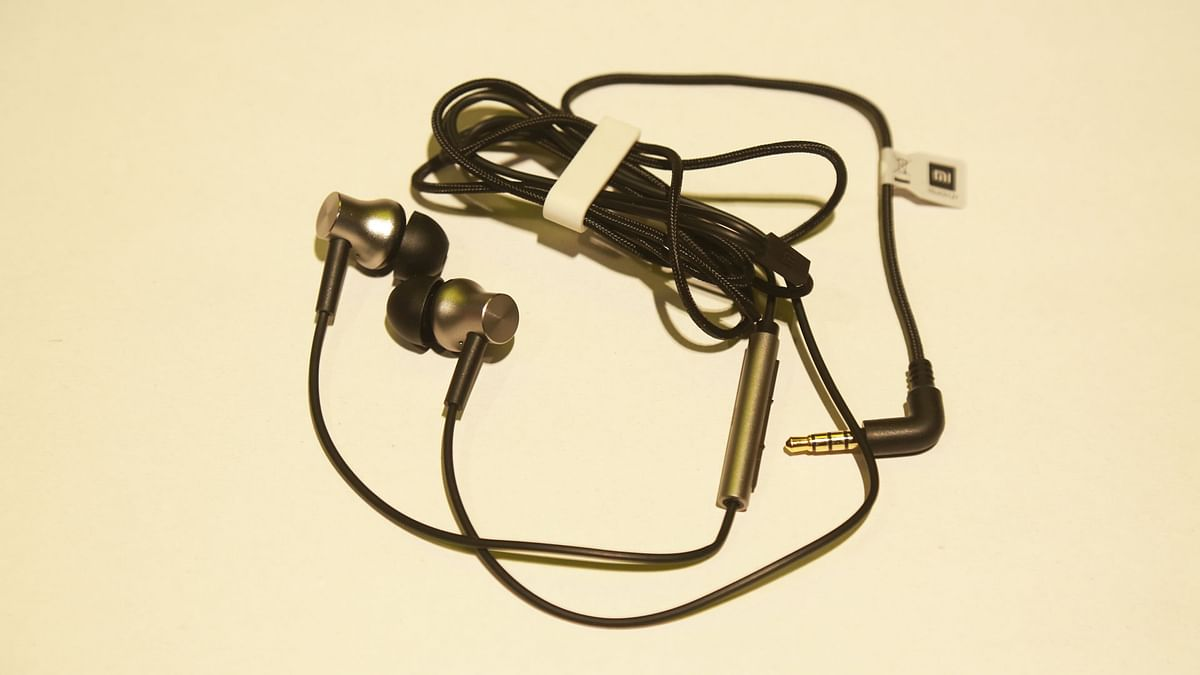 Mi Earphones.