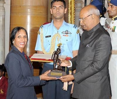 New Delhi: President Ram Nath Kovind presents the Tenzing Norgay National Adventure Award, 2017 to  Premlata Agrawal for Land Adventure in a glittering ceremony at Rashtrapati Bhavan in New Delhi on Aug 29, 2017. (Photo: IANS/PIB)