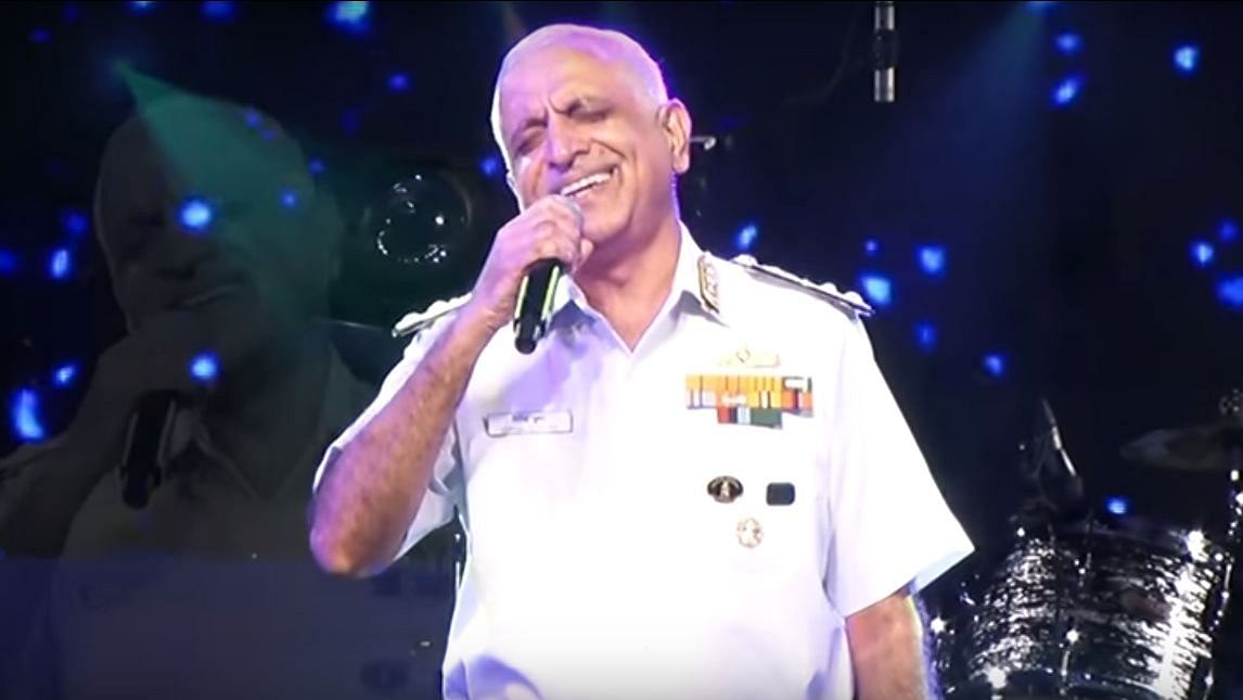 Retired Vice Admiral Girish Luthra won our hearts with his rendition of 'Ghar Se Nikalte Hi'.