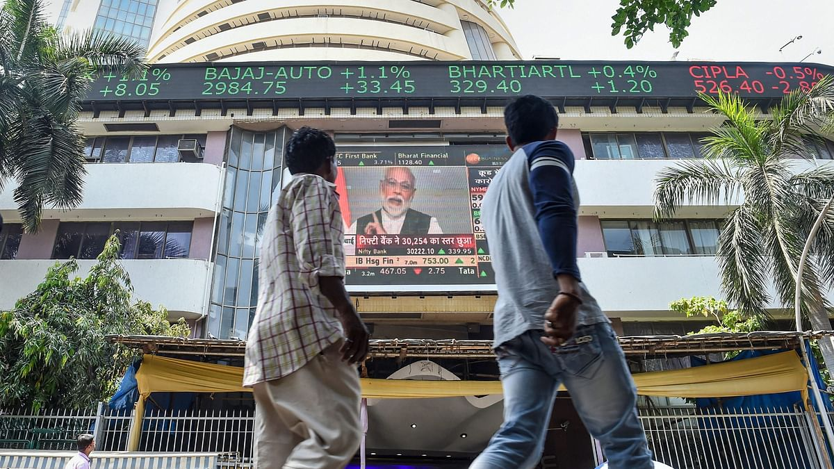 Markets Fluctuate in Opening Trade: Reliance, IndusInd Lead Gains