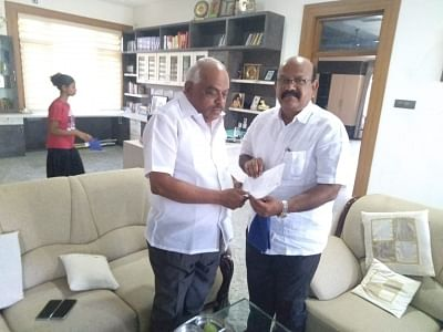 Bengaluru: Karnataka Congress MLA Umesh Jadhav (right) from Chincholi Assembly segment submits his resignation to Karnataka Assembly Speaker K.R. Ramesh Kumar at Kolar, near Bengaluru on March 4, 2019. (Photo: IANS)