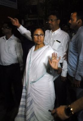 "Kolkata: West Bengal Chief Minister Mamata Banerjee visits SSKM hospital to inspect the health of Matua community matriarch Binapani Devi popularly known as ""Boroma"" in Kolkata on March 5, 2019. (Photo: IANS)"
