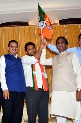 Mumbai: Sujay Vikhe-Patil, son of leader of Opposition in Maharashtra Assembly Radhakrishna Vikhe-Patil, joins BJP in the presence of Maharashtra Chief Minister and BJP leader Devendra Fadnavis and party