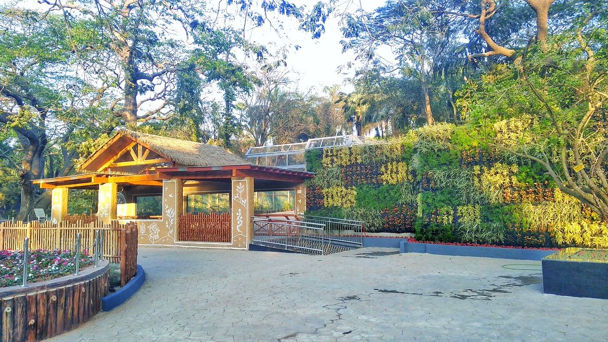 Expansion of the Byculla Zoo has been halted due to dispute over the cost of a 1.75-acre plot of land.