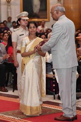 New Delhi: President Ram Nath Kovind presents Kirti Chakra (posthumously) to Constable Pradip Kumar Panda, CRPF during Defence Investiture Ceremony - II at Rashtrapati Bhavan in New Delhi, on March 19, 2019. (Photo: IANS/RB)
