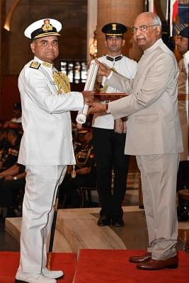 New Delhi: President Ram Nath Kovind presents Ati Vishisht Seva Medal to Vice Admiral Ravindra Jayant Nadkarni during Defence Investiture Ceremony - II at Rashtrapati Bhavan in New Delhi, on March 19, 2019. (Photo: IANS/RB)