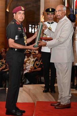 New Delhi: President Ram Nath Kovind presents Ati Vishisht Seva Medal to Lieutenant General Rajeev Sabherwal during Defence Investiture Ceremony - II at Rashtrapati Bhavan in New Delhi, on March 19, 2019. (Photo: IANS/RB)