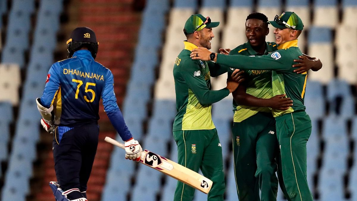 South Africa's fast bowlers came to the rescue after a batting collapse to deliver a 113-run win in the second One Day International.