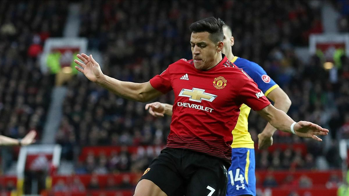 Manchester United forward Alexis Sanchez faces up to six weeks out with a right knee injury.