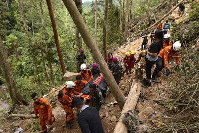 NORTH SULAWESI, March 1, 2019 (Xinhua) -- Members of Indonesian Search and Rescue (SAR) team pull out a body of a gold miner after an unlicensed gold mine collapsed at Bolaang Mongondow district of North Sulawesi province, Indonesia, Feb. 28, 2019. Rescuers have so far retrieved seven bodies after an unlicensed gold mine collapsed in central Indonesia on Tuesday, while scores of others are feared dead, officials said Thursday. (Xinhua/Stringer/IANS)