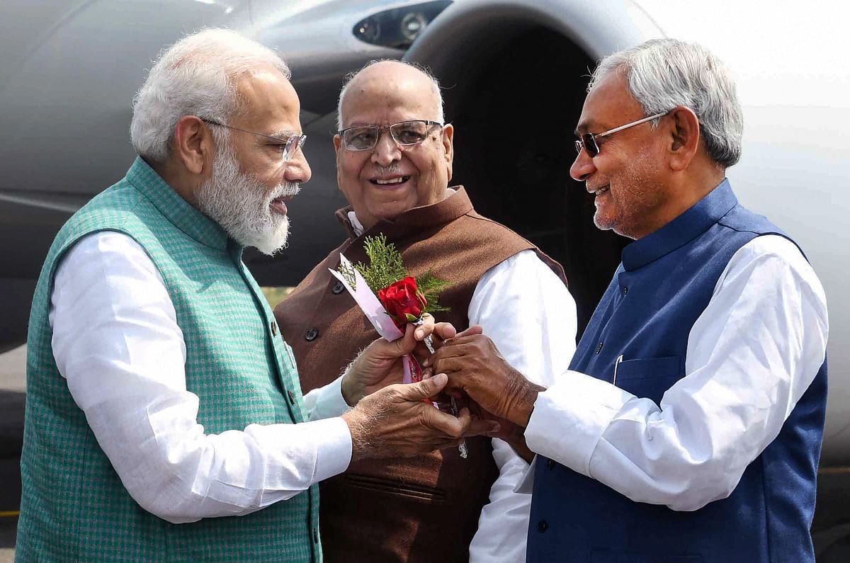 Patna: Prime Minister Narendra Modi greeted by Bihar CM Nitish Kumar as Governor Lalji Tandon looks on his arrival at Jai Prakash Narayan airport in Patna.