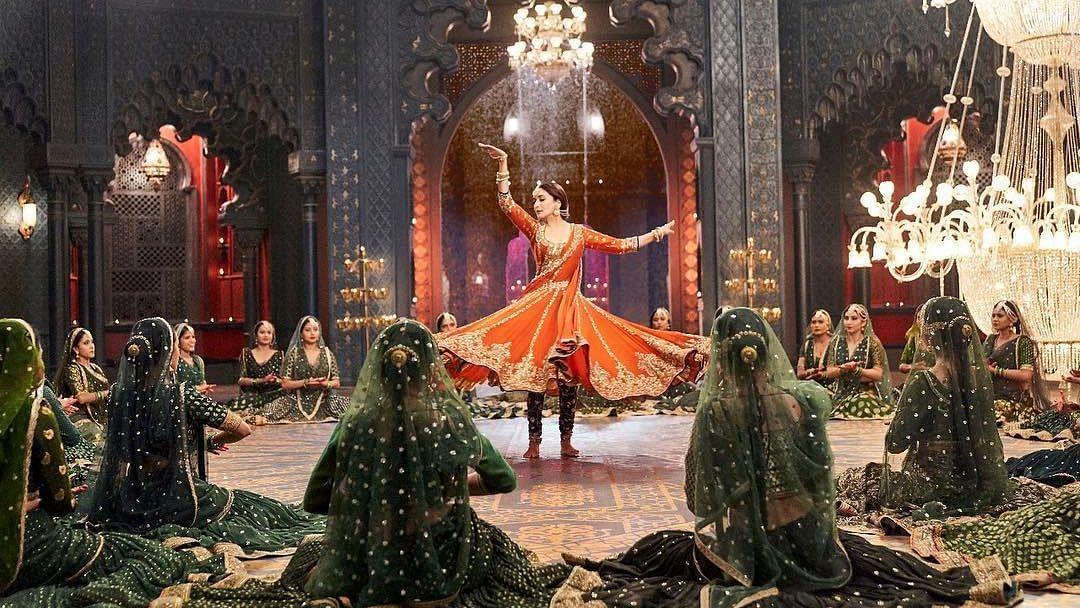 Madhuri's Evergreen Moves in 'Kalank' Song 'Tabaah Ho Gaye'