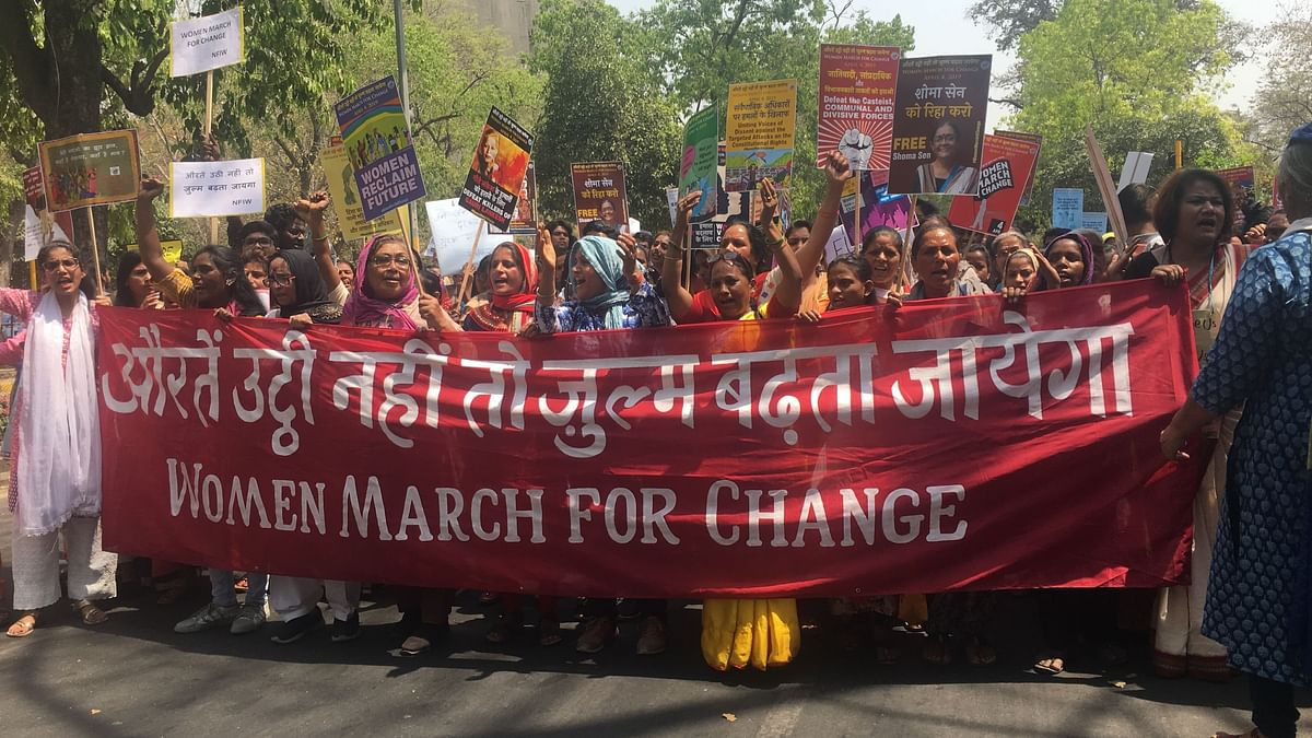 Women raising slogans in solidarity for the Women March for Change