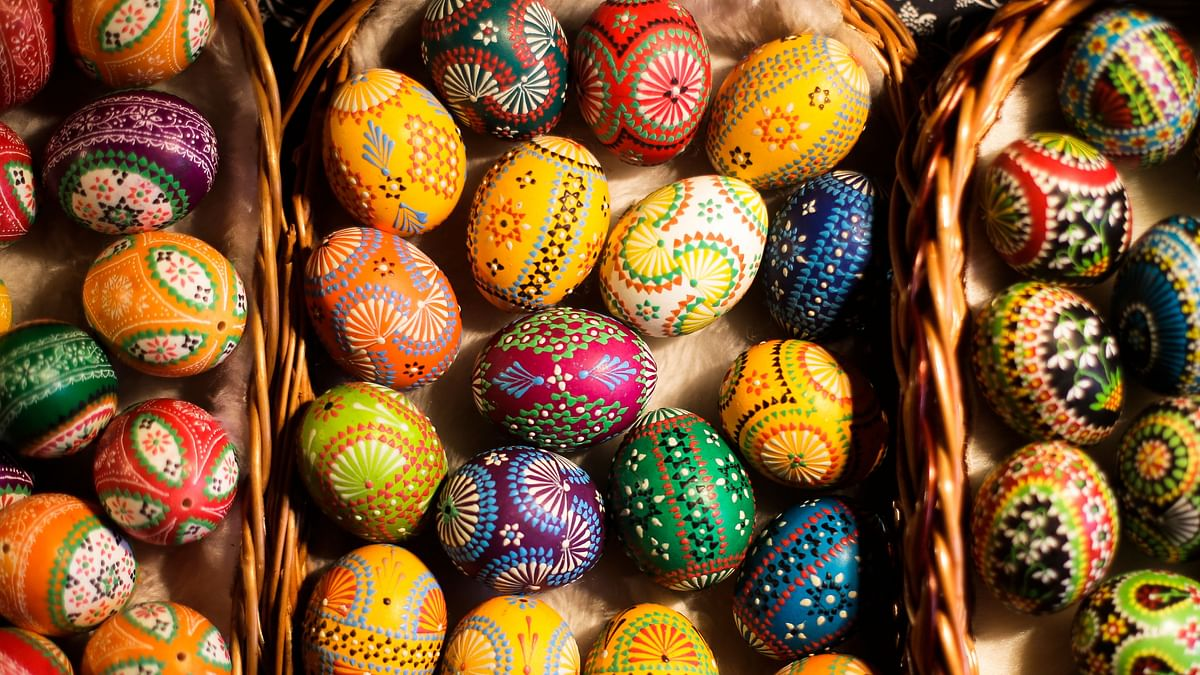 Easter 2019 Wishes: Most people from the Christian community decorate Easter eggs and treat each other with sweet delicacies, especially chocolates, to mark this day.