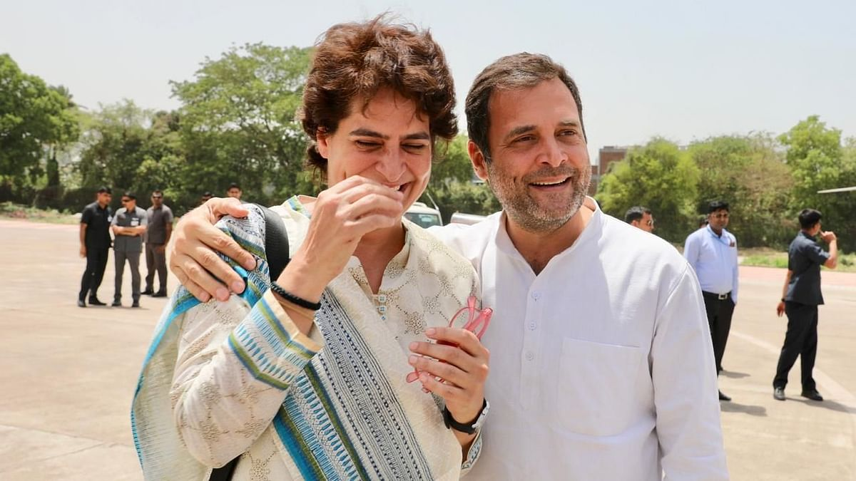 Priyanka Gandhi (L) and Rahul Gandhi (R) sharing a light moment