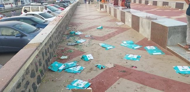 #GoodNews: Chennai Cop Ensures Students Clean Messy Footpath
