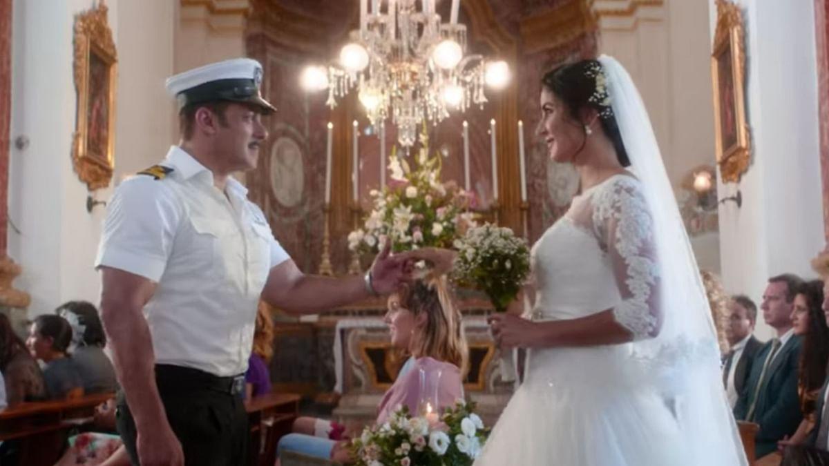 Salman Khan and Katrina Kaif in 'Turpeya' from <i>Bharat</i>.