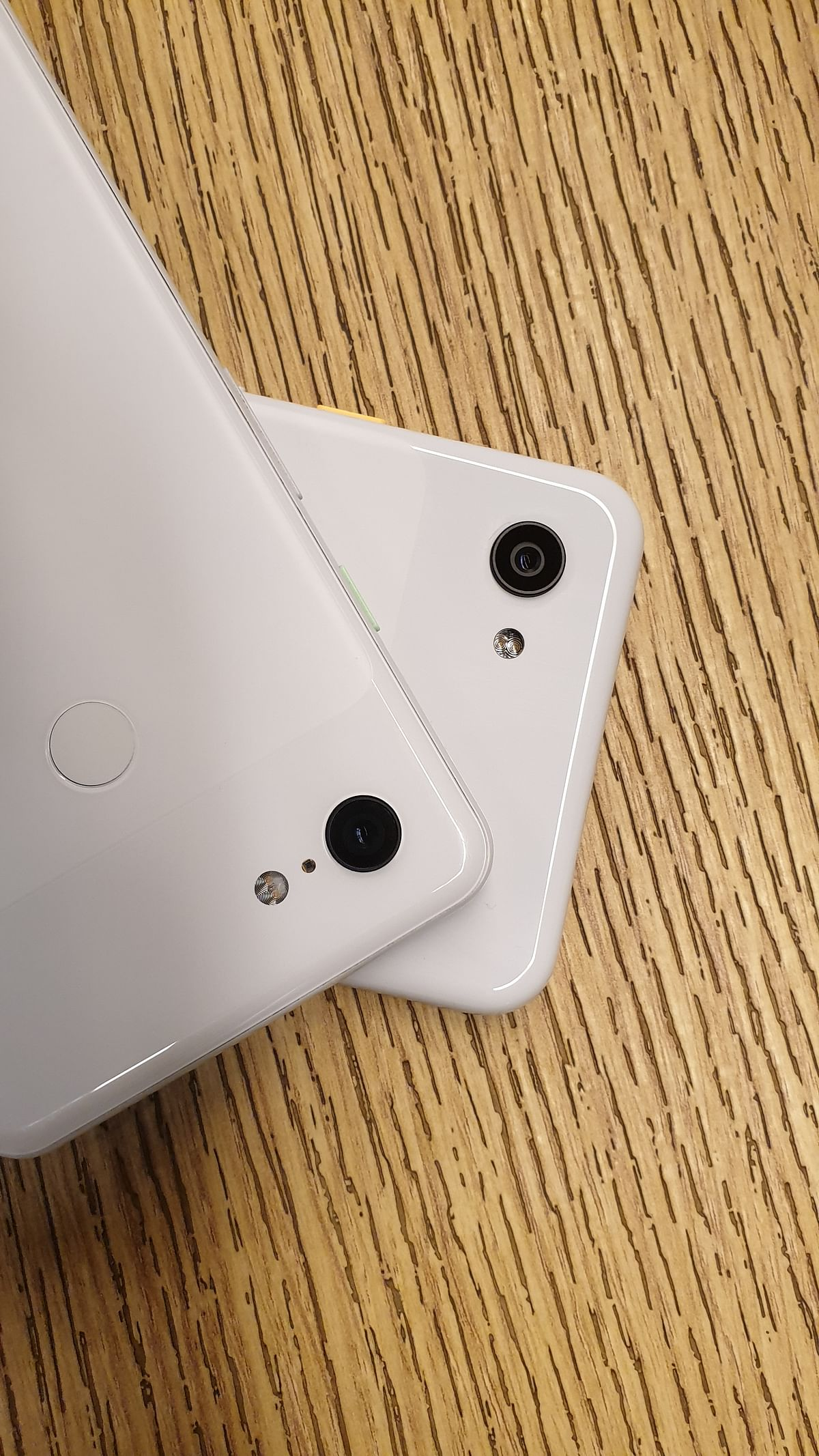 Pixel 3a XL(bottom) and Pixel 3 XL (top)