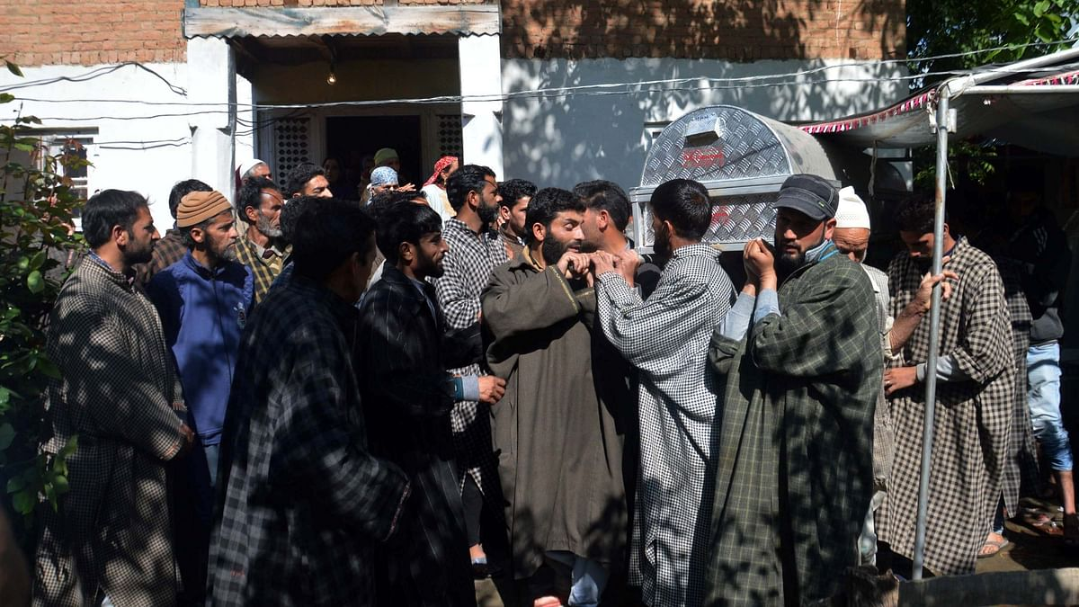 A day after BJP leader Gul Mir was killed by militants in Anantnag district, his relatives and villagers turned up in large numbers to perform his last rites.