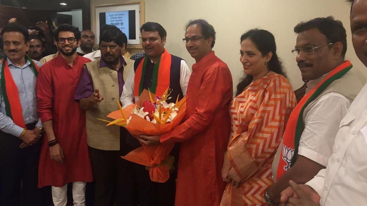 Fadnavis Calls on Uddhav at Matoshree to Celebrate Victory