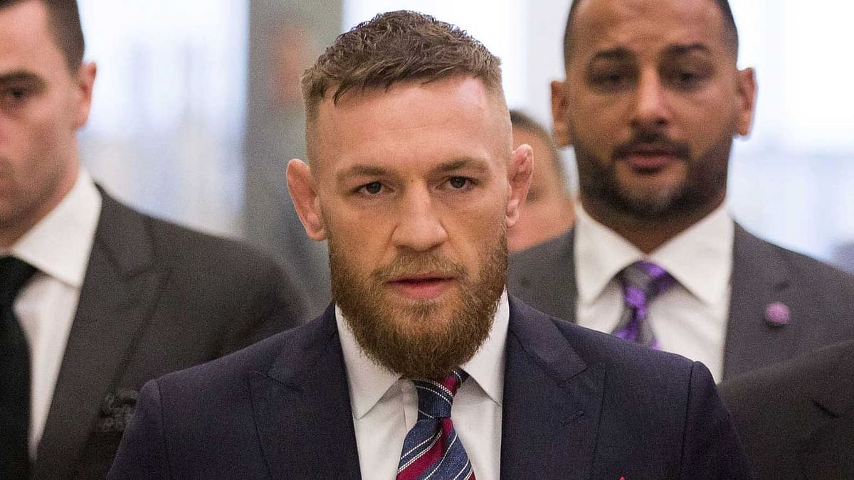 Prosecutors have dropped charges against star fighter Conor McGregor after he allegedly smashed a fan's phone.