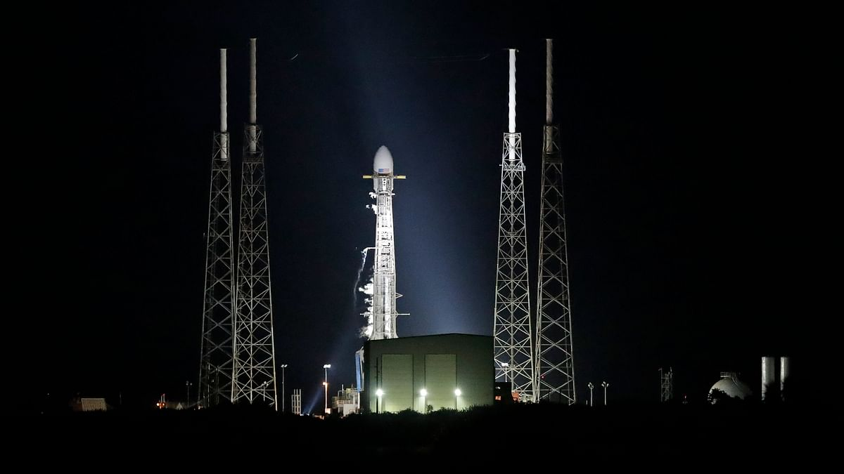 SpaceX Mission to Launch 60 Internet Satellites Delayed by a Day