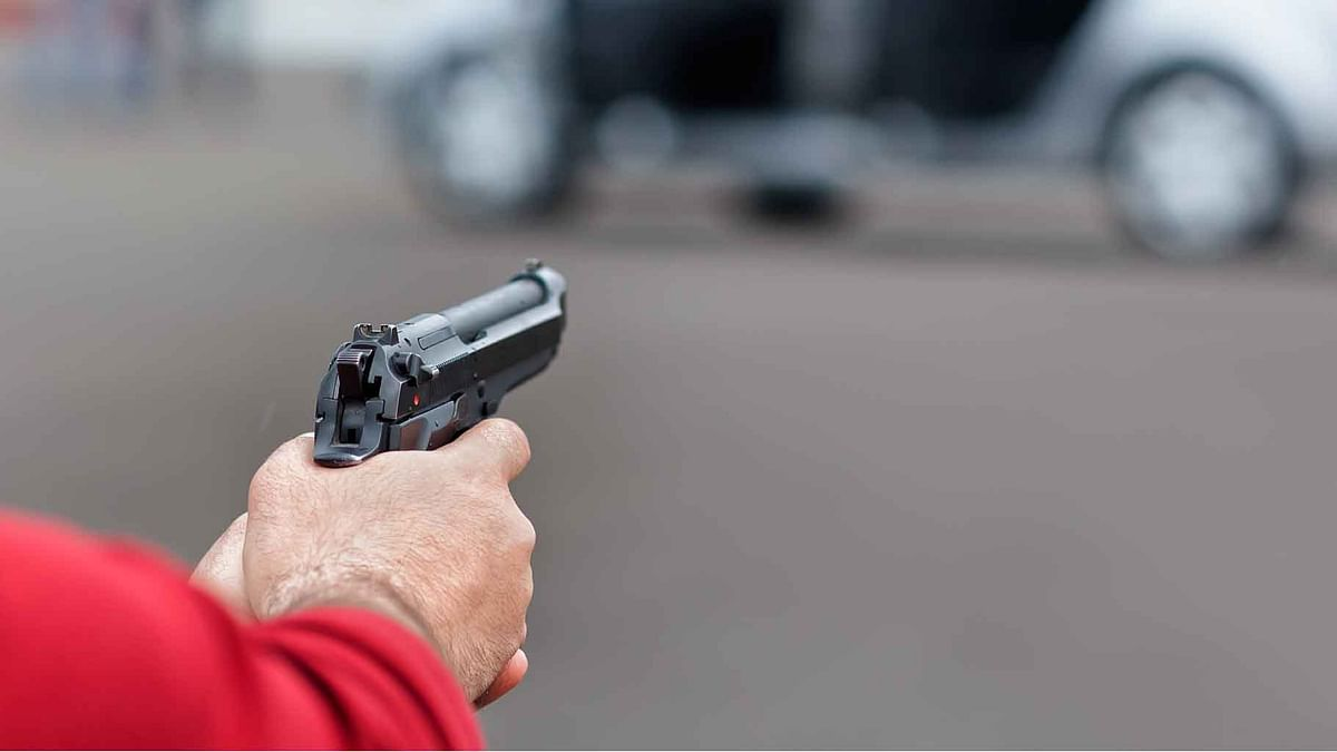 Footboard Traveller Fights with Bus Passengers, Opens Fire