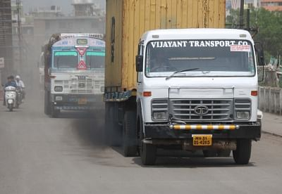 Nagpur: A goods carrier releasing black smoke runs on a Nagpur road on June 5, 2018. 5th June is observed as World Environment Day. (Photo: IANS)