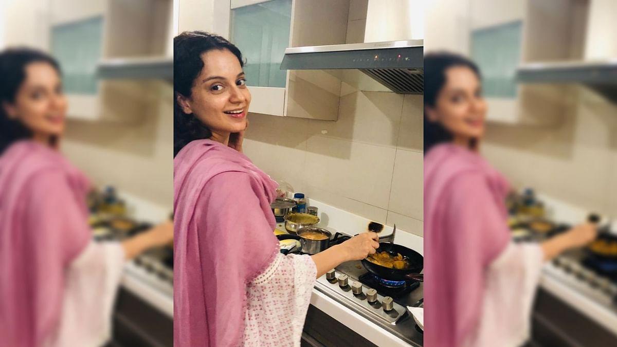 Kangana Ranaut makes <i>pakodas</i>.