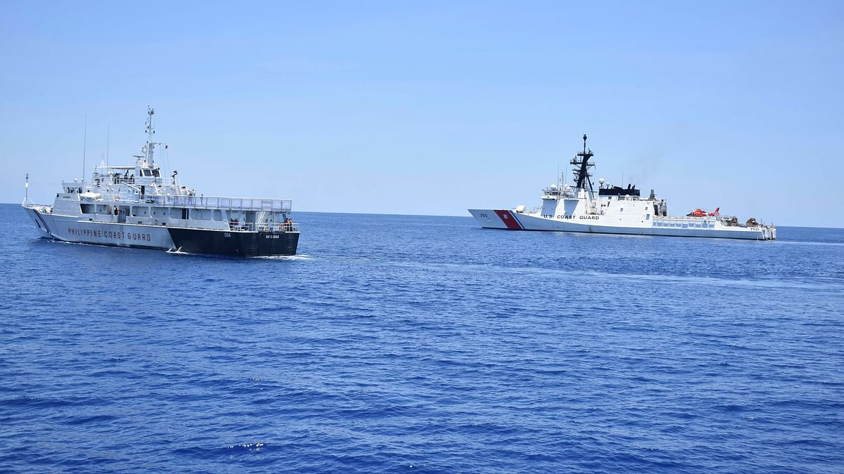 US Navy Destroyer Sails in South China Sea Amid Trade Tensions
