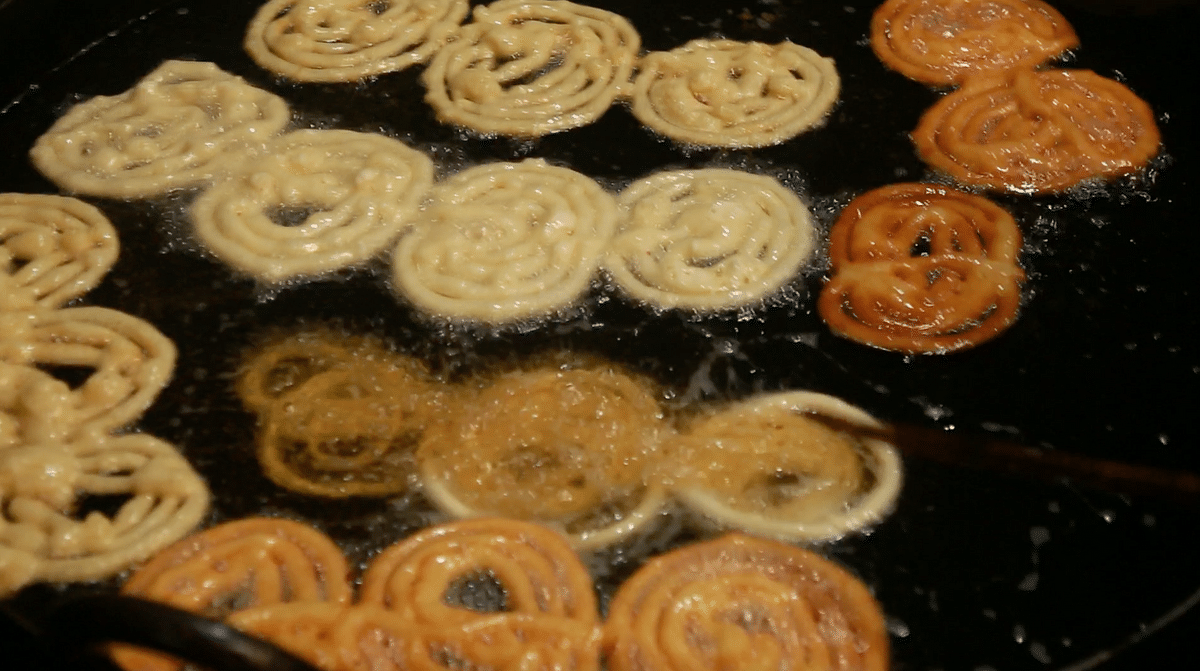 Bland Jalebi is also a Ramzan exclusive. It soaked in milk before consumption.