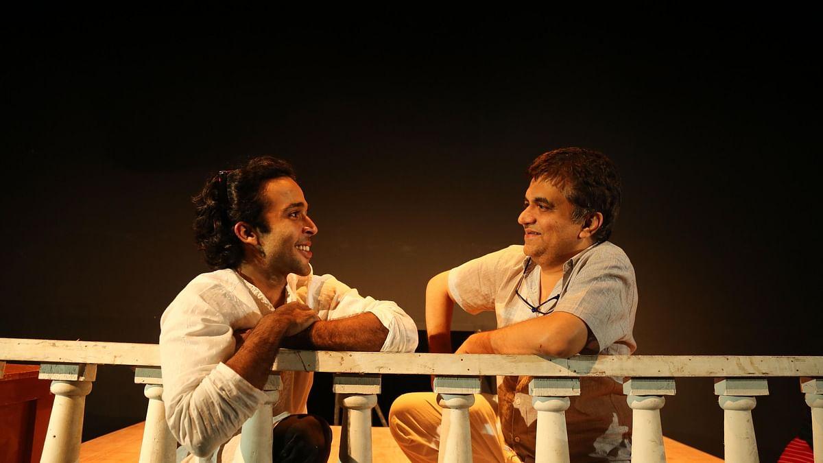 Zahan Kapoor (L) and Swanand Kirkire in <i>Pitaji Please</i>.