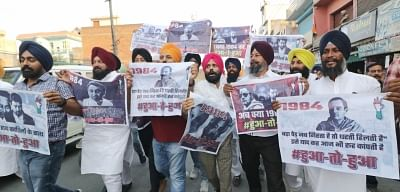 Pathankot: Victims of the 1984 Anti-Sikh riots stage a demonstration against the Congress over Indian Oversees Congress chief Sam Pitroda