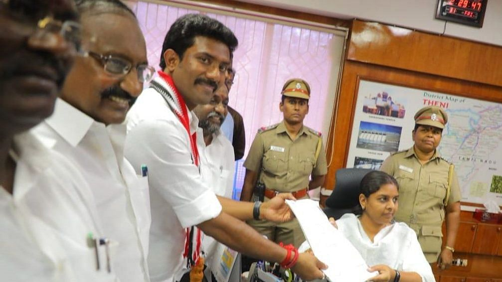 OPS' Son Ravindranath Kumar Gets No Place in Modi's Cabinet