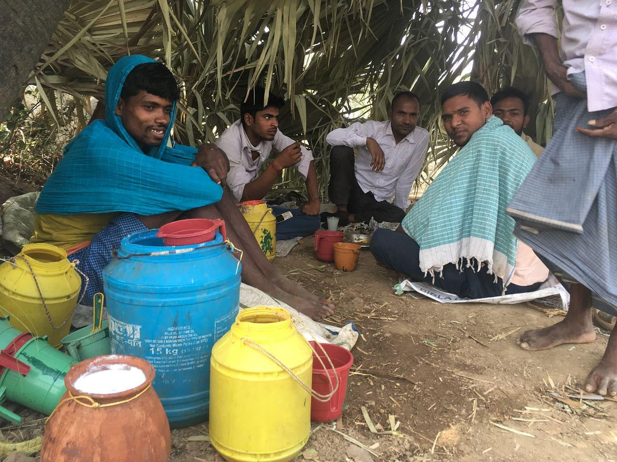 A makeshift toddy 'bar' in Walidad, Jehanabad