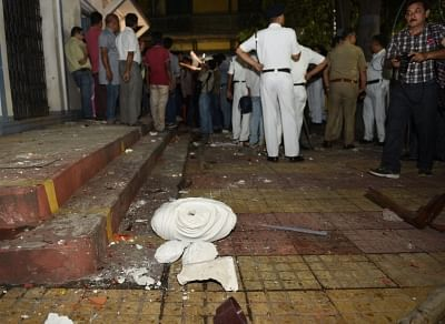 Kolkata: A view of the damaged statue of Ishwar Chandra Vidyasagar which was vandalised at Vidyasagar College in the clashes that broke out during BJP President Amit Shah