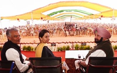 Patiala: Punjab Chief Minister Captain Amarinder Singh, Congress MP Sunil Jakhar and former Union Minister Preneet Kaur during a programme organised to provide debt relief to farmers under the state government