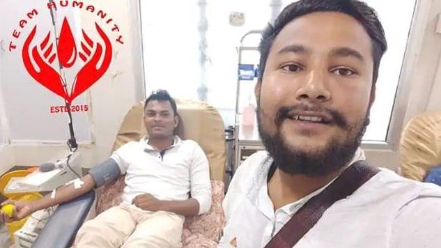Muslim man breaks fast to donate blood.