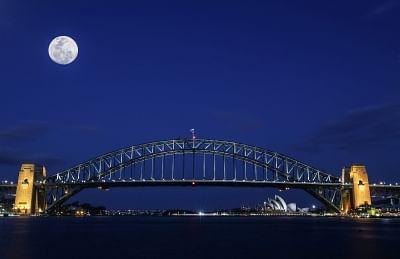 SYDNEY, Sept. 24, 2018 (Xinhua) -- The multi-exposure photo taken on Sept. 23, 2018 shows the moon above the Sydney Harbour Bridge before the Mid-Autumn Festival in Sydney, Australia. (Xinhua/Bai Xuefei/IANS)