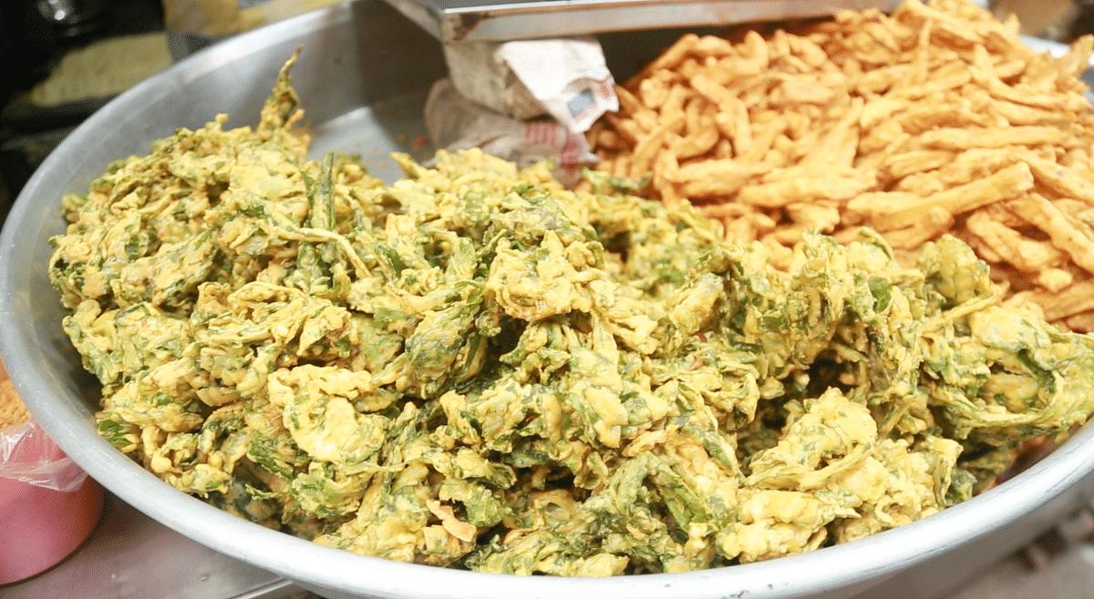 Fried food is consumed heavily during Ramzaan. Palak pakodi and potato pakodi are omnipresent.