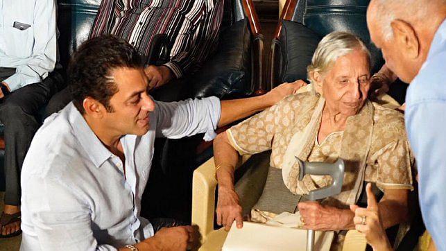 Salman & Katrina Host 'Bharat' Screening for Partition Survivors
