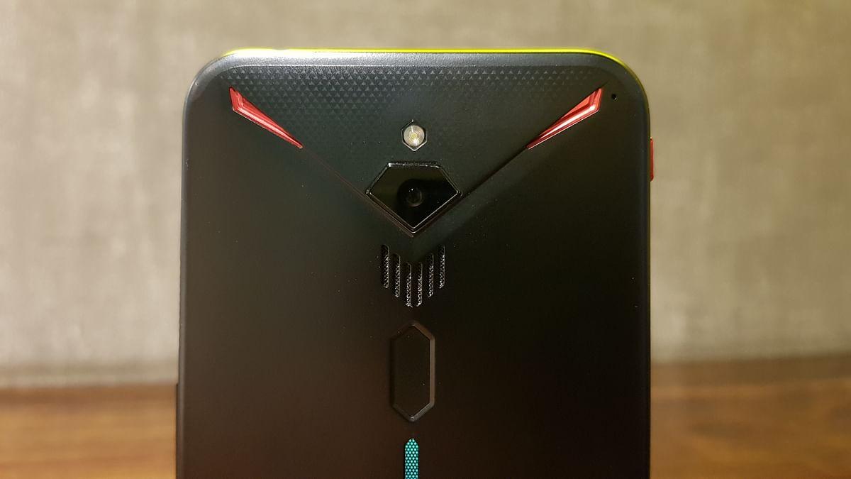 Fingerprint scanner on a phone this big. Big problem.