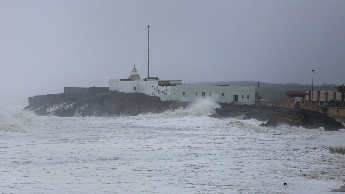 Cyclone Vayu Weakens, Crosses Gujarat's Kutch With Spells of Rain